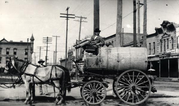 Horse-drawn_water_wagon